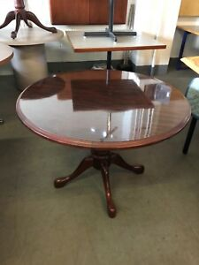 42 Round Traditional Style Conference Table In Mahogany Laminate