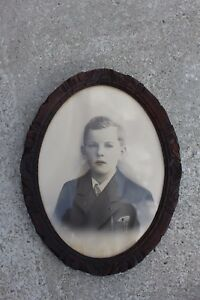 Lovely Antique Wooden Oval Carved Frame With Picture Photograph Of A Boy