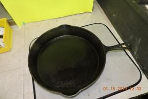Antique Wagner Cast Iron 12 Skillet Heat Ring Early Arched Single Logo Seasond