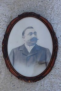 Antique Wooden Oval Sculpted Frame With Picture Photograph