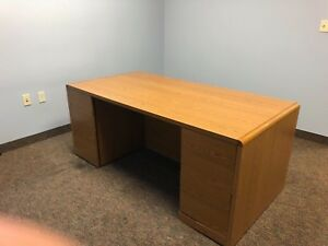 72 w X 36 d Executive Desk By Hon Office Furniture In Med Oak Finish Laminate