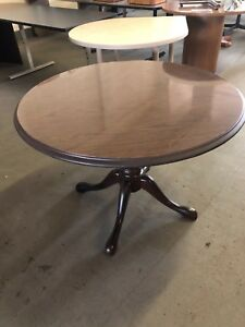 42 Traditional Style Round Conference Table In Walnut Finish Laminate