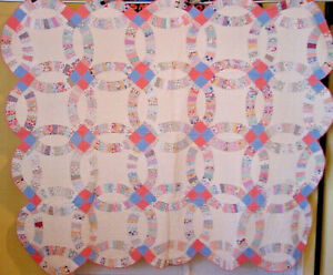 Scalloped Border Double Wedding Ring Quilt Great Condition