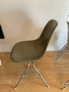 Charles Eames Herman Miller Griege Side Fiberglass Chair