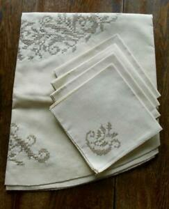 Vintage Linen 58 Round Tablecloth Topper W 4 Napkins Hand Embroidered Bucilla