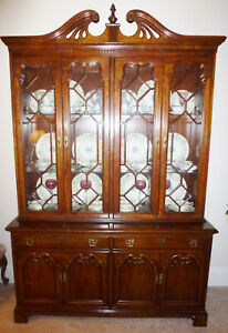 Thomasville Furniture Collectors Cherry Collection China Cabinet
