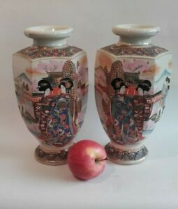 A Pair Of Antique Japanese Satsuma Vases With Figures In A Garden 25 5 Cm