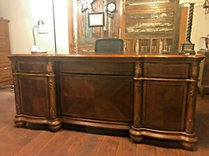 Haverty s Executive Desk