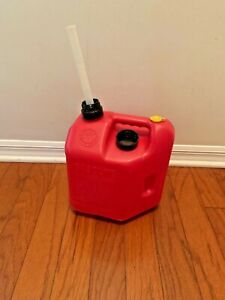 Blitz 2 Gallon 8oz Vented Gas Fuel Can With Spout 11810 Made In Usa Pre Ban
