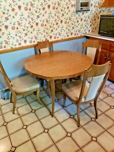Nice Mid Century Modern Kitchen Table W 4 Chairs