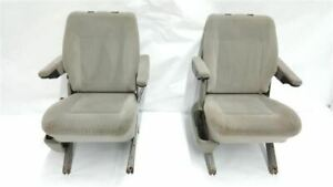 Pair Of 2nd Row Captain Chairs 1 Small Crack Oem 2002 Volkswagen Eurovan R316632