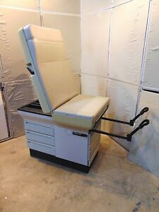 Midmark 404 Exam Table With Stirups In Good Working Condition S4604