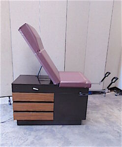 Midmark 100 Exam Chair Good Cosmetic Working Condition Sr433