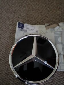 A 164 888 04 11 Mercedes benz 2008 19 Emblem Grille For Models With Radar