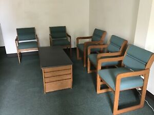 Office Furniture 5 Waiting Room Chairs 1 Table excellent Condition