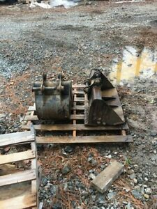 Cat 302 Cr Mini Excavator Attachments Two Buckets With Swing Arm