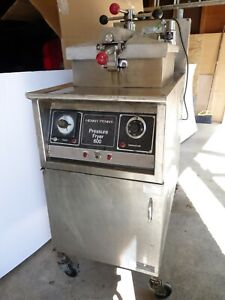 Henny Penny 600 Commercial Heavy Duty Natural Gas Pressure Fryer 115v Chicken