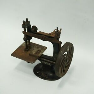 Antique Miniature Singer Sewing Machine Hand Crank Working