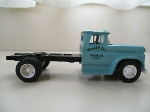 Ertl 1960 Chevrolet Chevy Cab And Chassis 143