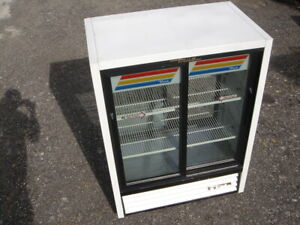 Refrigerated Lighted Reach In Merchandiser Display Cooler Case