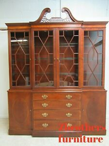 Baker Furniture Chippendale Mahogany Slender Breakfront Hutch China Cabinet