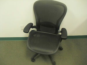 Herman Miller Aeron Office Chair Size C Graphite Frame Classic Carbon Mesh ae 1