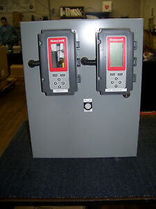 Hubbell Wiegmann Panel Box With 2 Honeywell T775a b m Stand Alone Controllers
