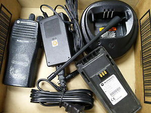 Motorola Cp200 Uhf 4 Channel Radio With Charger Battery Antenna Clip 1