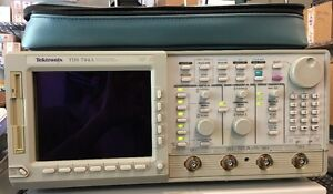 Tektronix Tds 744a Color 4 Channel Digitizing Oscilloscope 500 Mhz 2 Gs s