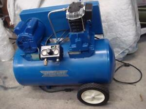Speedaire Air Compressor 32355j 20 Gal Electric 2 0 Hp Works Great