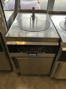 Giles 70 Pound Deep Fryer With Auto Lift Oil Filtration System And Basket