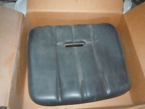 John Deere Seat Cushion Mg277058 Skid Steer Loader