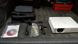 Sanyo Plc wxu700a 3 800 Lumen Projector Red Lcd Issue Good For Parts