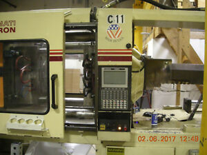 Cincinnati Milacron Model 400 Ton 34 Oz Injection Molding Machine