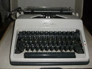 Olympia Vintage 1960s Sm 9 Manual Typewriter With Carrying Case