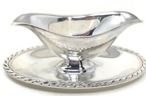 Wm Rogers Star Silver Plate Gravy Boat W Attached Underplate W Roped Edging