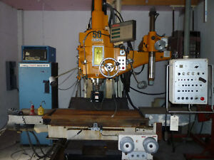 Makino Cnc Vertical Mill With Fanuc Sharnoa Controls