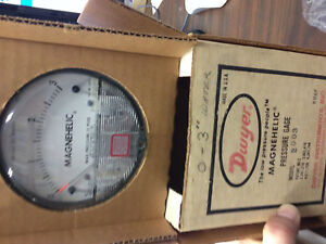 Dwyer Model 2003 Magnehelic Pressure Gage free Shipping