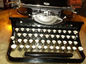 Vintage Glass Keytops 1930s Royal Typewriter With Wooden Carrying Case 0412807