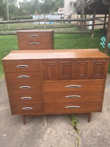 Broyhill Premier Sculptra 3 Piece Bedroom Set Including Rare Colorlith Dresser