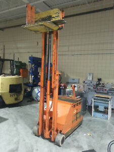 Yale 2 500 Lbs Capacity Worksaver Walk behind Lift