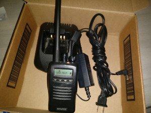 Kenwood Tk 2140 Uhf Two Way Radio used With Charger 136 174 Mhz Ham Murs