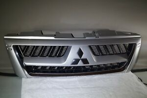 2003 2006 Mitsubishi Montero Limited Front Upper Grille Silver Oem