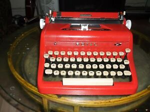 Antique 1950s Red Royal Manual Portable Typewriter W Carry Case