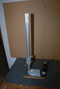 Mitutoyo 570 115 Height Gage 0 24 0 60cm Range 0 001 graduation Inv 26584