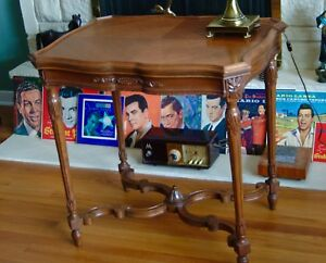 Beautiful Vintage French Provincial Carved Walnut Table 1930s 1940s Side End