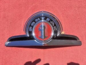 1946 Pontiac Streamliner Torpedo Six Eight Nos Grille Header Hood Emblem