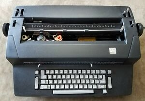 Black Ibm Correcting Selectric Ii Typewriter W Supplies 12 Gothic Letter Ball