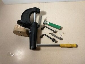 Used excellent working condition with primer arms universal shell h