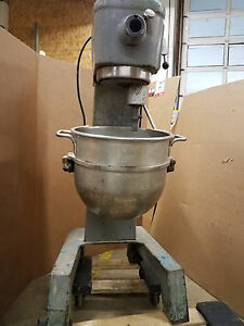 Hobart 30qt Mixer D300 With Bowl Guard Full Paddle Set